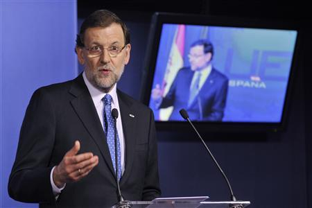 Spain's Prime Minister Mariano Rajoy speaks during a news conference at the end of an European Union leaders summit meeting to discuss the European Union's long-term budget in Brussels February 8, 2013. REUTERS/Eric Vidal