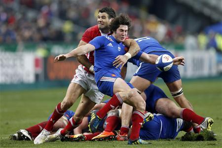Maxime Machenaud of France (front) struggles with Mike Phillips of Wales (C, rear) during their Six Nations rugby match against France at the Stade de France in Saint-Denis near Paris, February 9, 2013. REUTERS/Charles Platiau