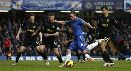 Chelsea's Frank Lampard (2nd R) fails to score with this shot as it goes just wide of the post during their English Premier League soccer match against Wigan Athletic at Stamford Bridge in London February 9, 2013. REUTERS/Eddie Keogh
