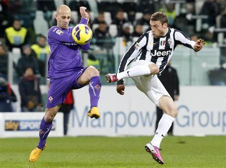 Juventus Claudio Marchisio (R) challenges Iglesias Borja Valero of Fiorentina during their Serie A soccer match at Juventus stadium in Turin on February 9, 2013. REUTERS/Stefano Rellandini