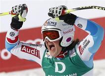 La Française Marion Rolland a réalisé un exploit dimanche en étant sacrée championne du monde de descente à Schladming, en Autriche, devant l'Italienne Nadia Fanchini et l'Allemande Maria Höfl-Riesch. /Photo prise le 10 février 2013/REUTERS/Leonhard Foeger