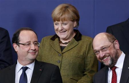(L-R) France's President Francois Hollande, Germany's Chancellor Angela Merkel and European Parliament President Martin Schulz pose for a family photo during an European Union leaders summit meeting to discuss the European Union's long-term budget in Brussels February 7, 2013. REUTERS/Francois Lenoir