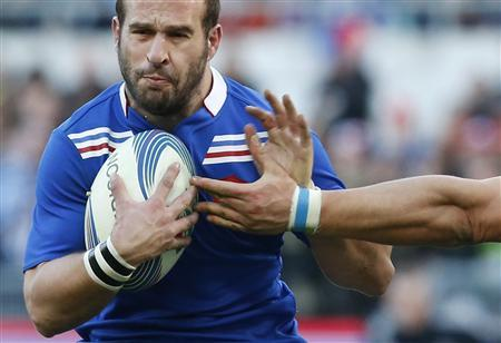 France's Frederic Michalak (L) is tackled by Italy's Francesco Minto during their Six Nations rugby match at the Olympic stadium in Rome February 3, 2013. REUTERS/Stefano Rellandini