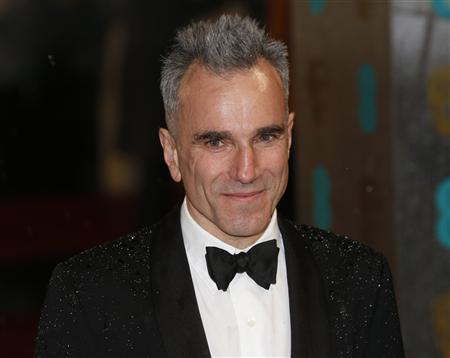 Actor Daniel Day-Lewis poses as he arrives for the British Academy of Film and Arts (BAFTA) awards ceremony at the Royal Opera House in London February 10, 2013. REUTERS/Suzanne Plunkett (BRITAIN - Tags: ENTERTAINMENT HEADSHOT) (BAFTA-ARRIVALS)