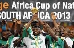Jogadores da Nigéria comemoram título da Copa Africana de Nações, após vencerem Burkina Fasso na final do campeonato, em Johanesburgo, na África do Sul, neste domingo. 10/02/2013 REUTERS/Thomas Mukoya