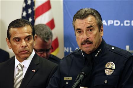 LAPD Police Chief Charlie Beck (R) speaks as Los Angeles Mayor Antonio Villaraigosa (L) looks on during a news conference at the LAPD Headquarters in Los Angeles, California, February 10, 2013. REUTERS/Patrick Fallon (UNITED STATES - Tags: CRIME LAW)