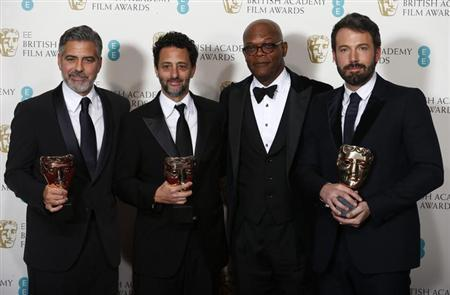 Ben Affleck (R), George Clooney (L) and Grant Heslov (2nd L) celebrate with presenter Samuel L. Jackson after winning the Award for Best Film at the British Academy of Film and Arts (BAFTA) awards ceremony at the Royal Opera House in London February 10, 2013. REUTERS/Suzanne Plunkett
