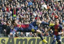 Lionel Messi a inscrit dimanche son 35e but de la saison avec le FC Barcelone qui a écrasé Getafe 6-1 à domicile avec une équipe remaniée et a porté son avance à 12 points en tête de la Liga espagnole. /Photo prise le 10 février 2013/REUTERS/Albert Gea