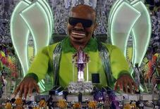 Carro-alegórico da Mocidade Independente de Padre Miguel representa o músico Stevie Wonder, em enredo sobre a historia do Rock in Rio, na Marquês de Sapucaí. 11/02/2013 REUTERS/Ricardo Moraes