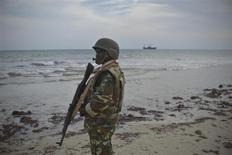Merca, Somalia: un soldato del contingente Amisom, la missione di pace dell'Unione Africana e dell'Onu nel Paese del Corno d'Africa , lo scorso 2 febbraio. REUTERS/Tobin Jones/AU-UN IST PHOTO/Handout