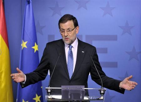 Spain's Prime Minister Mariano Rajoy speaks during a news conference at the end of an European Union leaders summit meeting to discuss the European Union's long-term budget in Brussels February 8, 2013. REUTERS/Eric Vidal (BELGIUM - Tags: POLITICS BUSINESS)