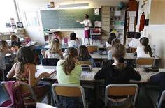 Bertrand Delanoë, qui souhaite mettre en place la réforme contestée des rythmes scolaires dès la rentrée 2013 à Paris, a lancé lundi un nouvel appel à la concertation à la veille d'une journée de grève des enseignants du primaire. /Photo d'archives/REUTERS/Charles Platiau