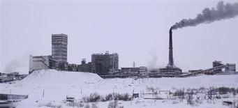 Nueve mineros murieron y otros ocho podrían haber quedado atrapados bajo los escombros tras una explosión registrada el lunes en una mina de carbón en la región de Komi, en el norte de Rusia, dijo el Ministerio de Interior. En la imagen, vista general de la mina Vorkutinskaya en la región Komi, en el norte de Rusia, en esta foto sin fecha facilitada por el Ministerio de Emergencias de Rusia. REUTERS/
