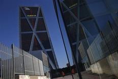 La nacionalizada Bankia prevé culminar el proceso de ajuste de oficinas dentro de un año en lugar de los tres años de plazo que dieron las autoridades europeas a cambio de unas ayudas de 18.000 millones de euros. En la imagen de archivo, la sede de Bankia en Madrid, el 27 de diciembre de 2012. REUTERS/Susana Vera
