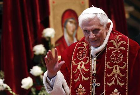 Pope Benedict XVI waves during a mass conducted by Cardinal Tarcisio Bertone, for the 900th anniversary of the Order of the Knights of Malta at the St. Peter Basilica in Vatican February 9, 2013. REUTERS/Alessandro Bianchi