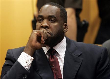 Former Detroit Mayor Kwame Kilpatrick sits in a Wayne County Circuit Court room during a bond hearing to request removal of his court ordered tether and loosening travel restrictions in Detroit, Michigan in this file photo taken September 2, 2008. REUTERS/Rebecca Cook