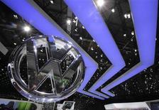 """Volkswagen se prépare à mettre en oeuvre la stratégie de la """"voiture mondiale"""", qui pourrait lui permettre de s'installer durablement au premier rang du secteur et d'entamer une nouvelle ère de l'histoire de l'industrie automobile. /Photo d'archives/REUTERS/Denis Balibouse"""
