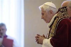 Papa Bento 16 é visto durante um consitório no Vaticano. Bento 16 surpreendeu o mundo ao dizer, nesta segunda-feira, que irá renunciar como líder da Igreja Católica em 28 de fevereiro por não ter mais as forças necessárias para realizar os deveres de seu ofício, tornando-se o primeiro pontífice desde a Idade Média a tomar decisão deste tipo. 11/03/2013 REUTERS/Osservatore Romano