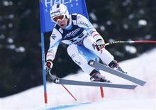 L'Autrichien Romed Baumann a pris la tête du super-combiné des championnats du monde de ski alpin à l'issue de la descente où Aksel Lund Svindal a confirmé son statut de favori. /Photo prise le 11 février 2013/REUTERS/Ruben Sprich