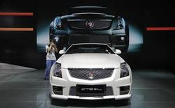 A photographer takes pictures of a Cadillac CTS-V Coupe during the media preview of 10th China International Automobile Exhibition in Guangzhou November 22, 2012. The auto show opens to the public from November 22 to December 2. REUTERS/Tyrone Siu