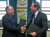 The First Minister of Scotland Alex Salmond (L) shakes hands with Britain's Prime Minister David Cameron, after signing the referendum agreement in St Andrew's House, Edinburgh, Scotland October 15, 2012. REUTERS/Gordon Terris/Pool