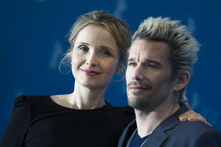 Cast members Julie Delpy (L) and Ethan Hawke pose during a photocall to promote their movie ''Before Midnight'' at the 63rd Berlinale International Film Festival in Berlin February 11, 2013. REUTERS/Thomas Peter