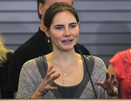 Amanda Knox gestures while speaking during a news conference at Sea-Tac International Airport, Washington after landing there on a flight from Italy October 4, 2011. REUTERS/Anthony Bolante