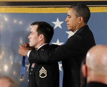 U.S. President Barack Obama awards the Medal of Honor to former active duty Army Staff Segeant Clinton Romesha during a ceremony in the East Room of the White House in Washington, February 11, 2013. REUTERS/Jason Reed (UNITED STATES - Tags: POLITICS MILITARY)