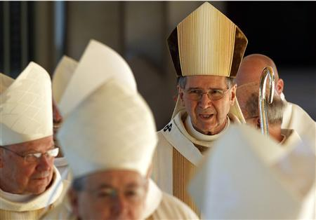 Cardinal Roger Mahony arrives in the procession for a mass for Coadjutor Archbishop of Los Angeles Jose Gomez in Los Angeles May 26, 2010. REUTERS/Don Bartletti/Pool