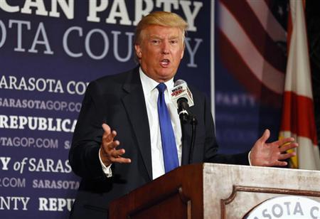 Donald Trump speaks to a dinner hosted by the Sarasota County Republican Party honoring him as Statesman of the Year in Sarasota, Florida August 26, 2012. REUTERS/Mike Carlson