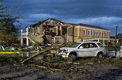 Soggy clean-up after tornado injures 63 in Mississippi