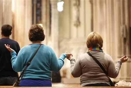 Catholics pray during a mass at St. Patrick's Cathedral in New York, February 11, 2013. REUTERS/Brendan McDermid (UNITED STATES - Tags: RELIGION)