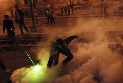 Egypt protesters, police clash on Mubarak anniversary