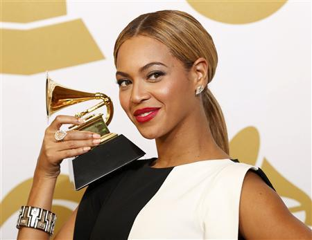 Beyonce poses with her award for Best Traditional R&B Performance for ''Love On Top'' backstage at the 55th annual Grammy Awards in Los Angeles, California February 10, 2013. REUTERS/Mario Anzuoni
