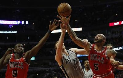 Shorthanded Spurs still too much for Bulls