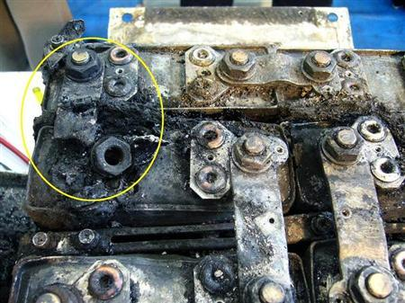 The burnt auxiliary power unit battery, removed from an All Nippon Airways' (ANA) Boeing Co 787 Dreamliner plane which made an emergency landing on January 16, 2013 in Takamatsu, is seen at the headquarters of GS Yuasa Corp in Kyoto, western Japan, in this undated handout photo and released by the Japan Transport Safety Board (JTSB) February 5, 2013. REUTERS/Japan Transport Safety Board/Handout
