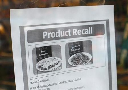A recall notice for frozen meals which had tested positive for horse meat is seen at an Aldi supermarket in northwest London February 9, 2013. REUTERS/Suzanne Plunkett (BRITAIN - Tags: FOOD POLITICS BUSINESS AGRICULTURE ANIMALS)