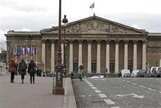 Les députés entament ce mardi l'examen du projet de réforme bancaire du gouvernement, un texte promis par François Hollande avant son élection pour limiter les dérives des établissements de crédit mais dont la portée réelle est limitée. /Photo prise le 8 février 2013/REUTERS/Charles Platiau