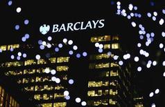 Sede do Barclays no distrito empresarial de Canary Wharf, em Londres. A instituição financeira vai eliminar ao menos 3.700 empregos e reduzir seu banco de investimentos, como parte do plano de recuperação do novo presidente-executivo do banco britânico. 06/02/2013 REUTERS/Neil Hall