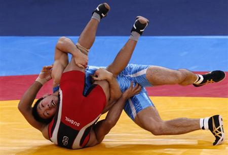 Japan's Tatsuhiro Yonemitsu (in blue) fights with India's Sushil Kumar on the final of the Men's 66Kg Freestyle wrestling at the ExCel venue during the London 2012 Olympic Games August 12, 2012. REUTERS/Kim Kyung-Hoon