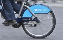 The Barclays logo is seen on a rental bike being ridden by a commuter in London February 12, 2013. Barclays is to axe at least 3,700 jobs and prune parts of its investment bank as its new boss put his stamp on the British bank with a plan to cut 1.7 billion pounds ($2.7 billion) in annual costs and improve standards. REUTERS/Toby Melville (BRITAIN - Tags: BUSINESS) - RTR3DOB6