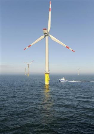 A service vessel passes next to wind energy plants in the offshore energy park Alpha Ventus in the North Sea, about 45 kilometres (27 miles) north of the island of Borkum, April 27, 2010. REUTERS/Ingo Wagner/Pool (GERMANY - Tags: ENERGY ENVIRONMENT) - RTR2D6IK