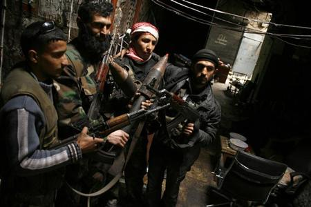 Members of the Free Syrian Army hold their weapons in the old city of Aleppo February 11, 2013. Picture taken February 11, 2013.REUTERS/Zaid Rev