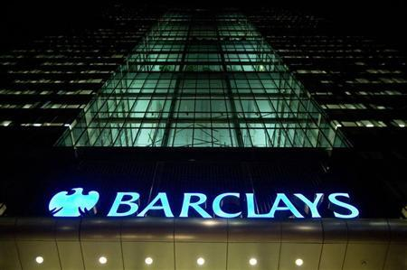 The Barclays headquarters building is seen in the Canary Wharf business district of east London February 6, 2013. REUTERS/Neil Hall (BRITAIN - Tags: BUSINESS) - RTR3DI4J