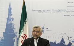 Высокопоставленный иранский чиновник Саид Джалили на пресс-конференции в Москве 19 июня 2012 года. Мелкие российские банки участвуют в схемах финансирования поставок нефти из Ирана, запрещенных США и Евросоюзом в качестве санкций в ответ на тегеранскую ядерную программу, сказал глава российского Минэнерго. REUTERS/Sergei Karpukhin