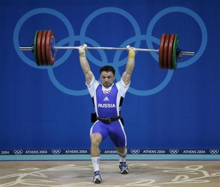 Russia's Oleg Perepetchenov powers a lift during the men's 77 kg weightlifting event at the Athens 2004 Olympic Games August 19, 2004. REUTERS/Andrea Comas
