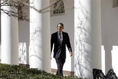 U.S. President Barack Obama walks through the colonnade of the White House in Washington February 12, 2013. REUTERS/Yuri Gripas