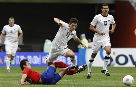 South Korea's Park Jong-Woo (bottom L) tackles New Zealand's Marco Rojas (C) during their Olympics national teams friendly soccer match in Seoul July 14, 2012. REUTERS/Kim Hong-Ji