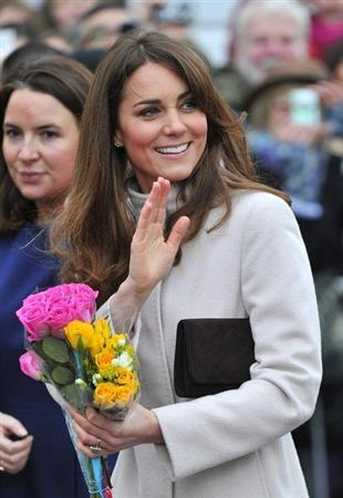 Britain's Catherine, Duchess of Cambridge waves to crowds during a walkabout in Cambridge, central England November 28, 2012. REUTERS/Toby Melville