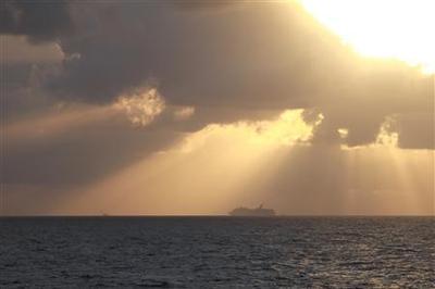 Stinking Carnival cruise ship being towed to Alabama